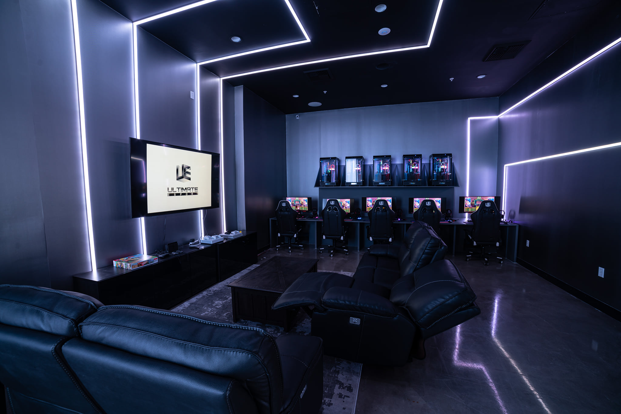 Out for a gaming night of League of Legends with your friends? You can't go wrong with the Ultimate Esport VIP Room!